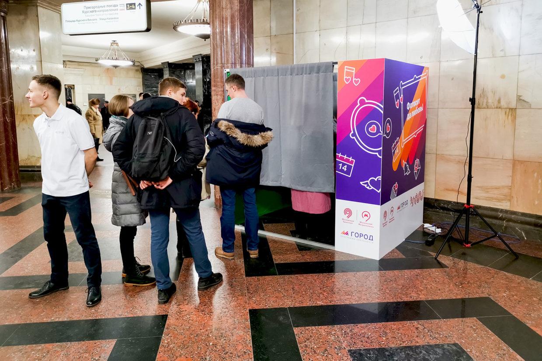 Фотобудка в метро на день святого валентина